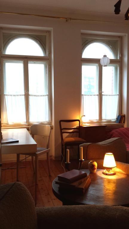 Gemütliches WG Zimmer In Leipzig Möckern Mit Hohen Decken Und Fenstern.  #flatshare #Leipzig #Zwischenmiete #Herbst #cozy #autumn