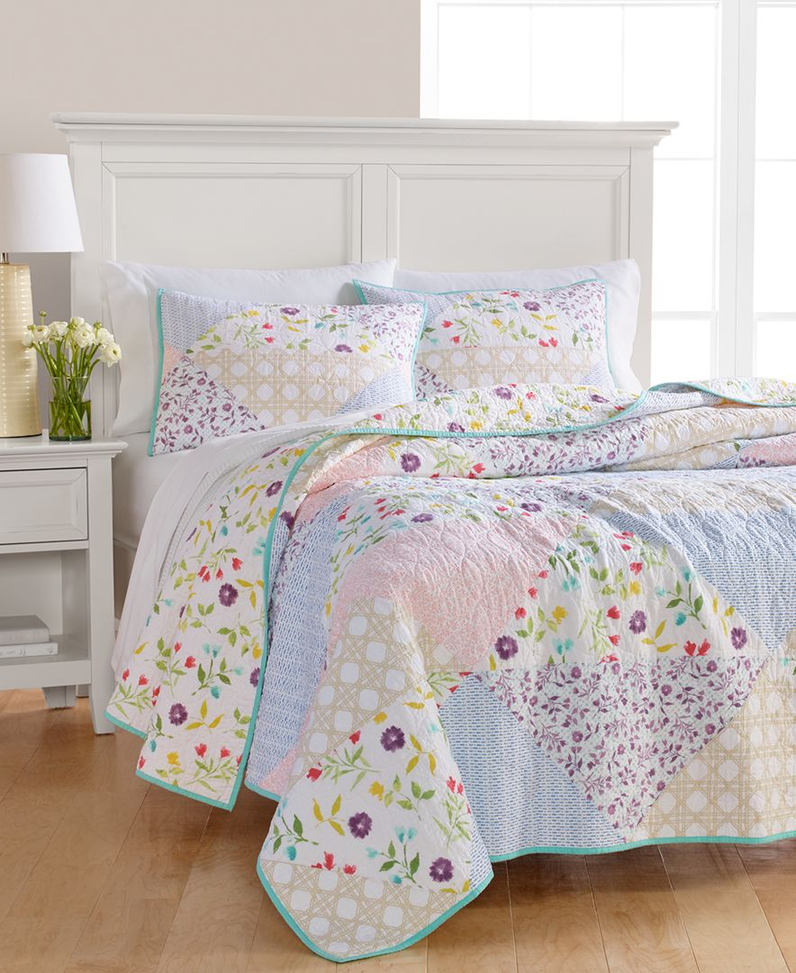 Add A Homey Feel To Your Room With The Multicolored Pergola Patchwork Quilt From Martha Stewart Collection Featuring A P Quilt Sets Bed Spreads Bedroom Quilts