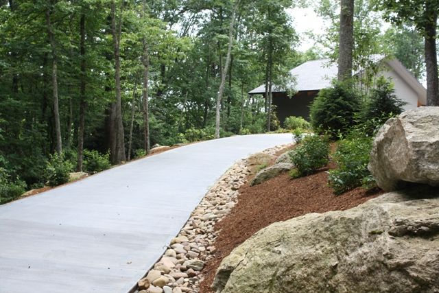 Pin By Amy Harman On Outdoor Ideas Driveway Entrance Landscaping Driveway Landscaping Lawn And Landscape