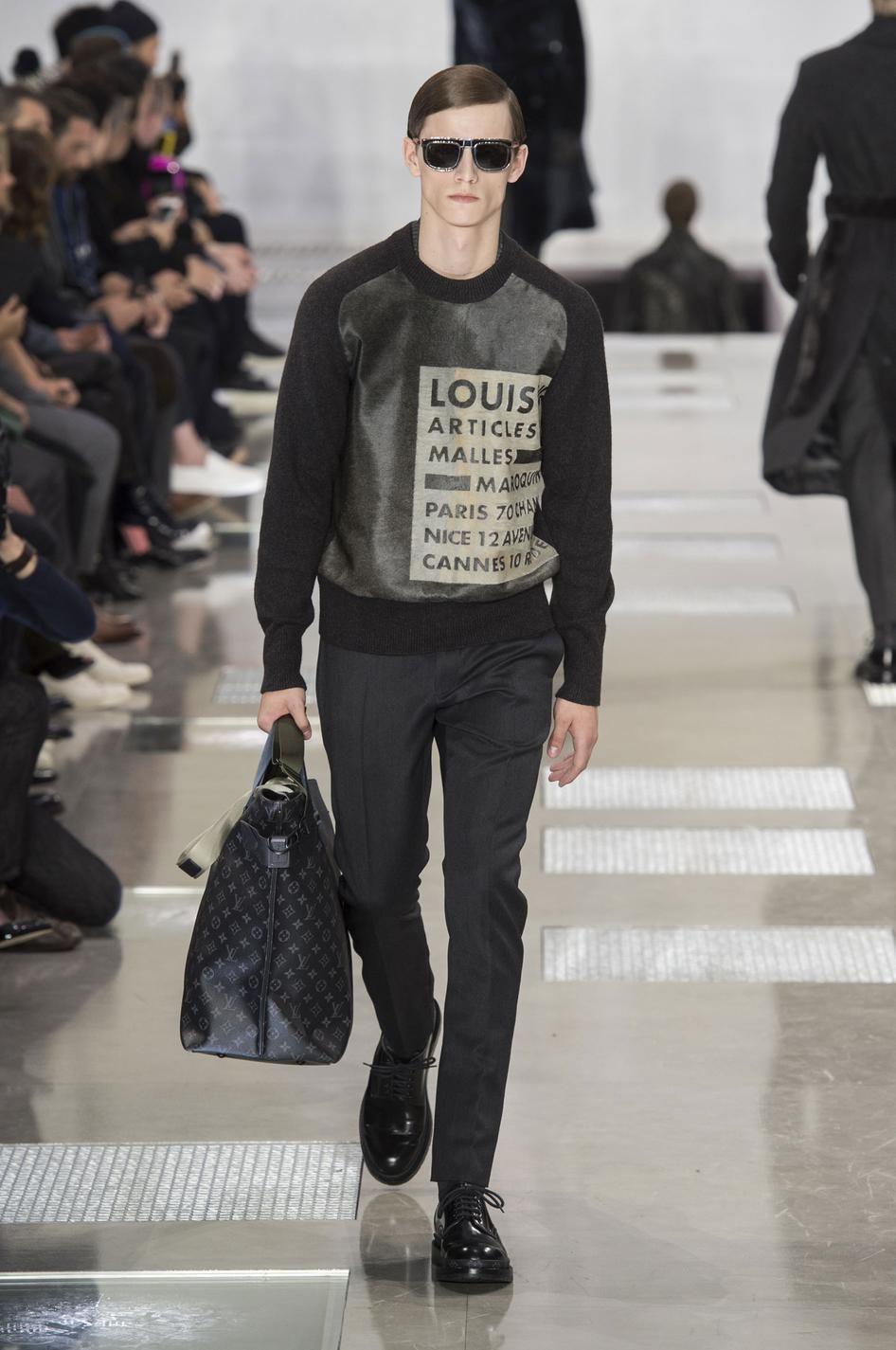 Retrouvez les photos du défilé Louis Vuitton Homme Automne-hiver 2016-2017,  les meilleurs moments en vidéo, ainsi que les coulisses et les détails du  show 484879a5dee
