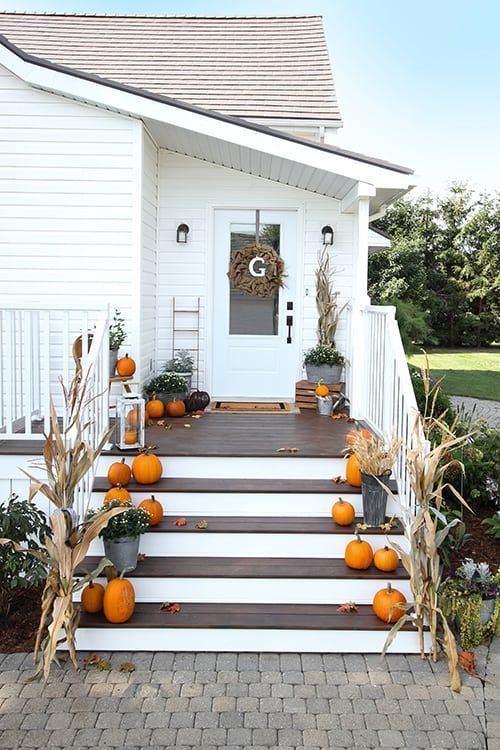Fall Entryway Decor Ideas: Our Fall Side Porch and Mud Room #sideporch