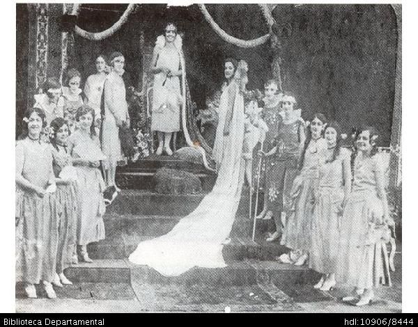 ◦Entre 1922 y 1936 se realizaron en la ciudad seis carnavales. El carnaval comenzaba el 30 de diciembre, con la entrada de la familia Castañeda; el 31, era el desfile de comparsas el cual terminaba en la Plaza de Cayzedo, ornamentada con arcos y guirnaldas para la ocasión; el 1o. de enero, era el día de la Mascarada y el 2 de enero, último día del carnaval, era el Entierro del mismo a la usanza europea como se hace actualmente.