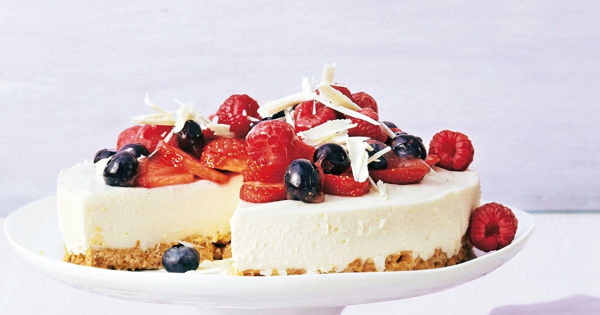 Joghurt Beeren Torte Mit Cornflakesboden Rezept Beeren Torte Torte Mit Fruchten Und Sommerkuchen