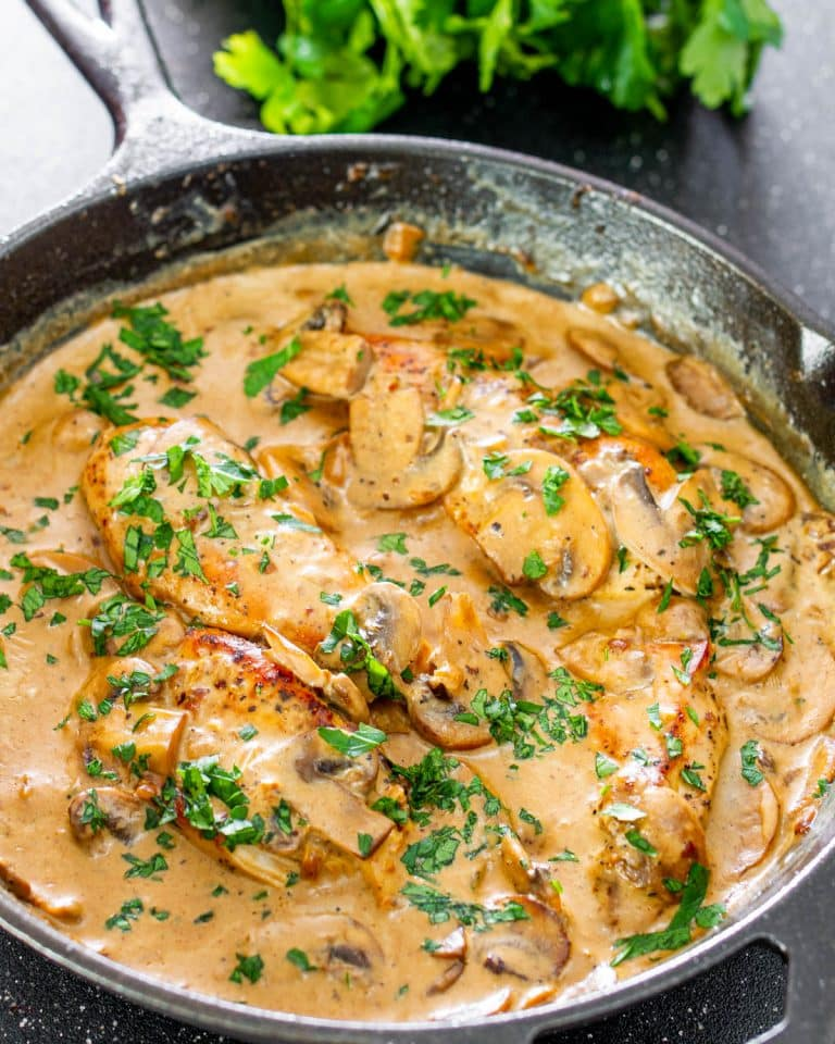 This Chicken With Creamy White Wine Mushroom Sauce Is A Simple Yet Very Elegant Dish Featuring In 2020 Cooking Wine Recipes Cooking With White Wine White Wine Recipes