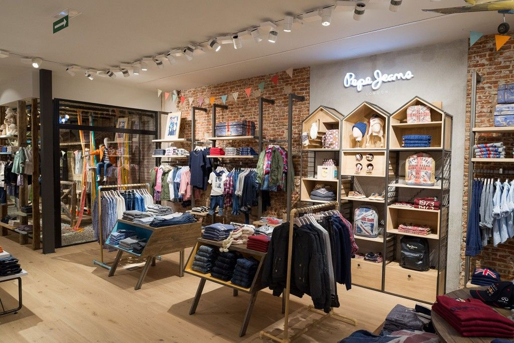 nos vamos de tiendas junior republic by pepe jeans store design clothing displays and showroom. Black Bedroom Furniture Sets. Home Design Ideas