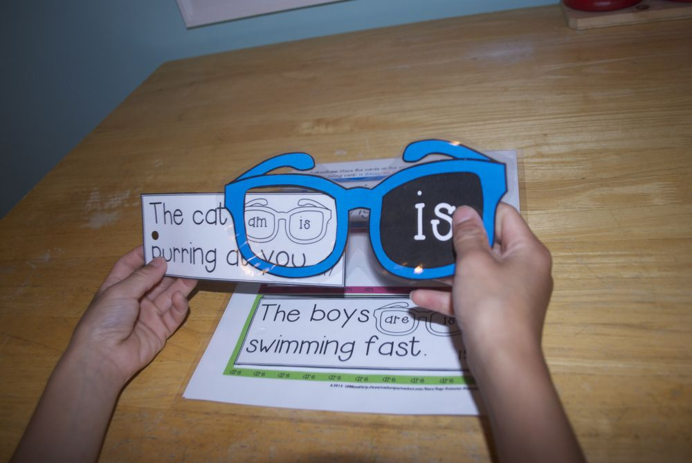 I Spy Linking Verbs Game {Is, Am, Are} $