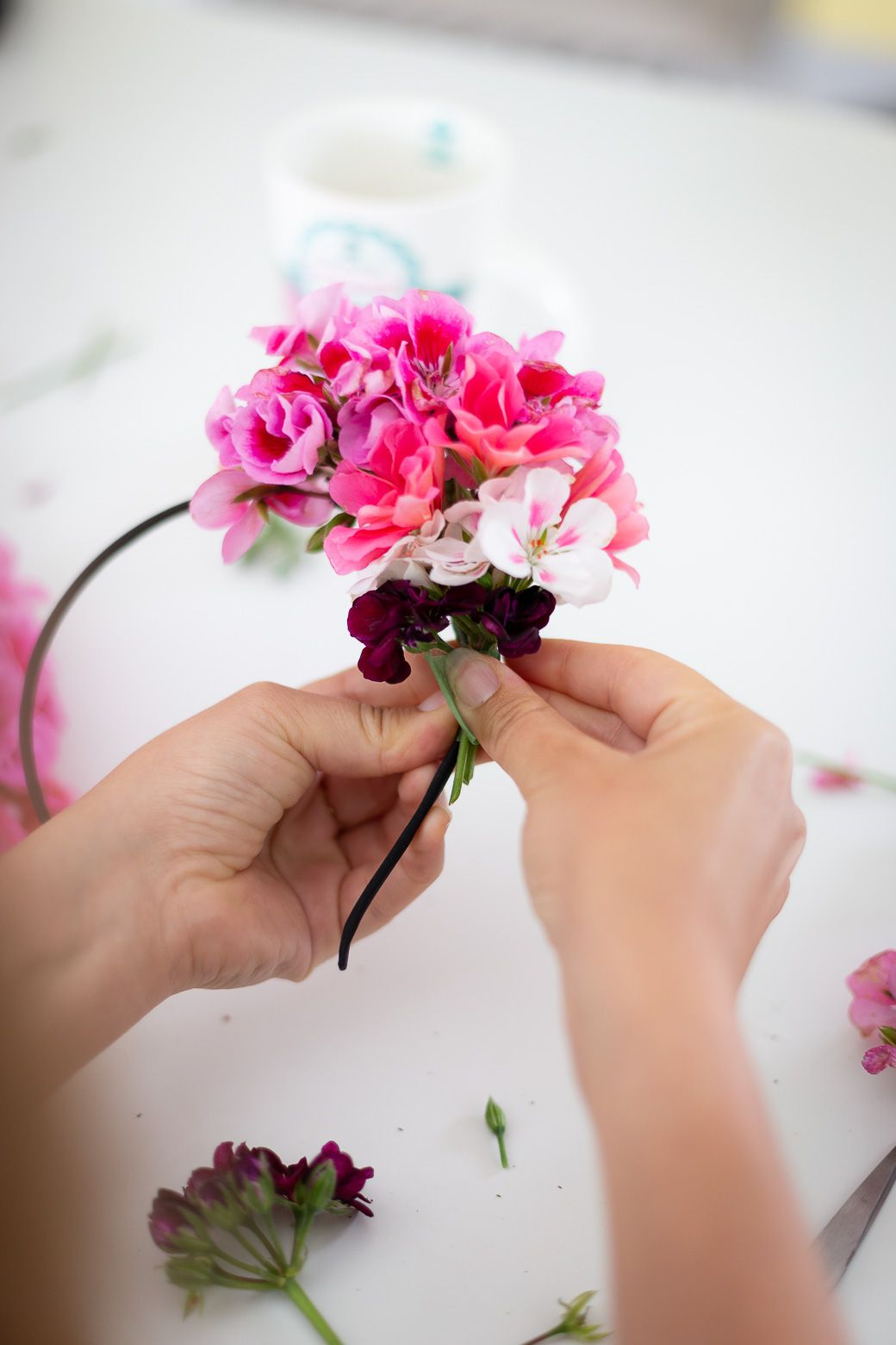 Comment Faire Un Bouquet De Roses comment faire un headband à fleurs fraîches ? | tiara say