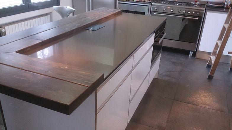 Mobiliario de cocina en estratificado blanco brillante y tirador ...