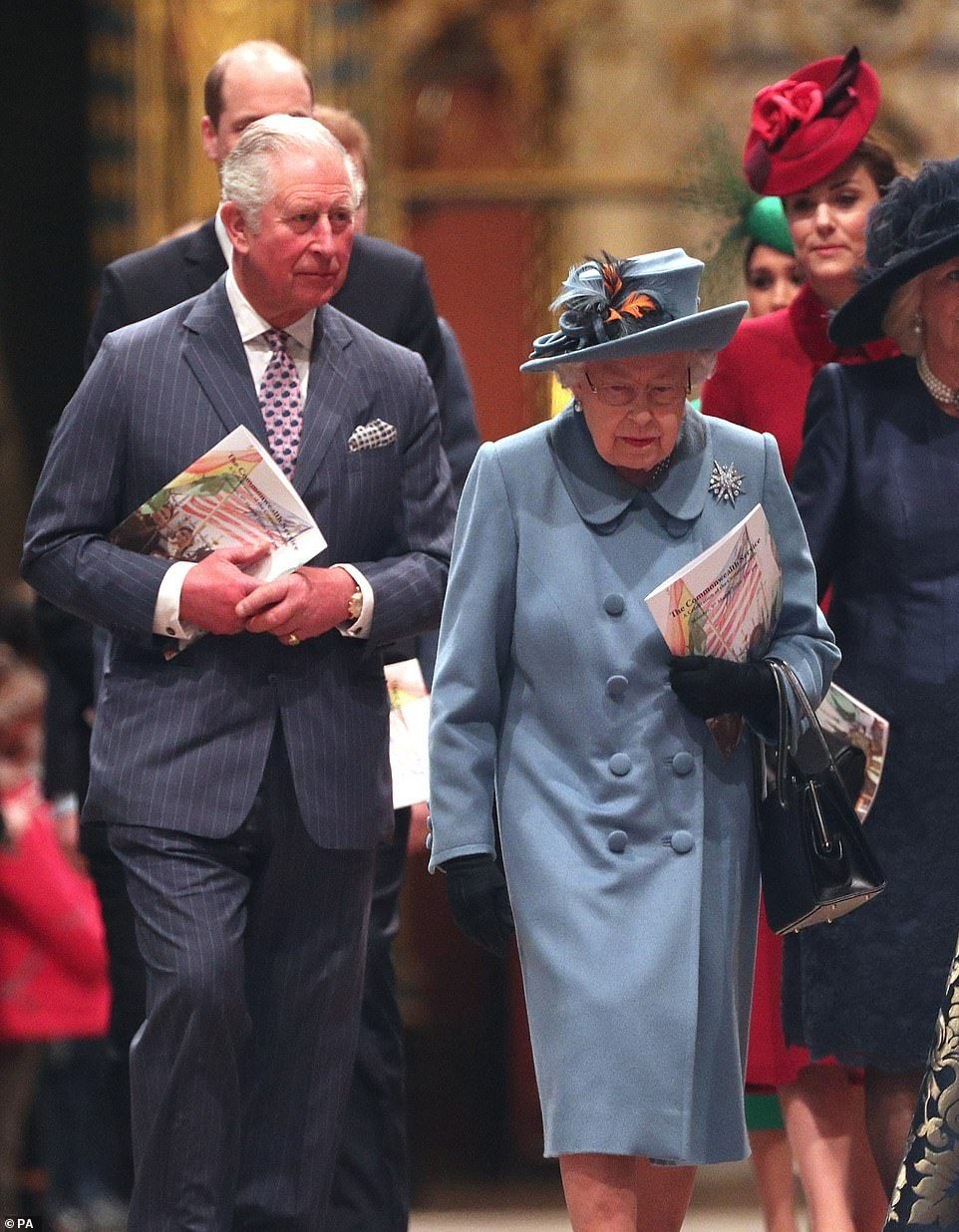 Queen thanks army of 405,000 Britons volunteer to boost