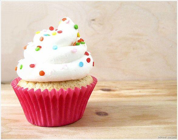 vanilla bean cupcakes with white chocolate buttercream}