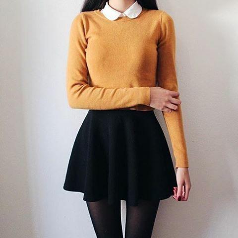 Knitwear naranja + babydoll collar + falda tulipan negra