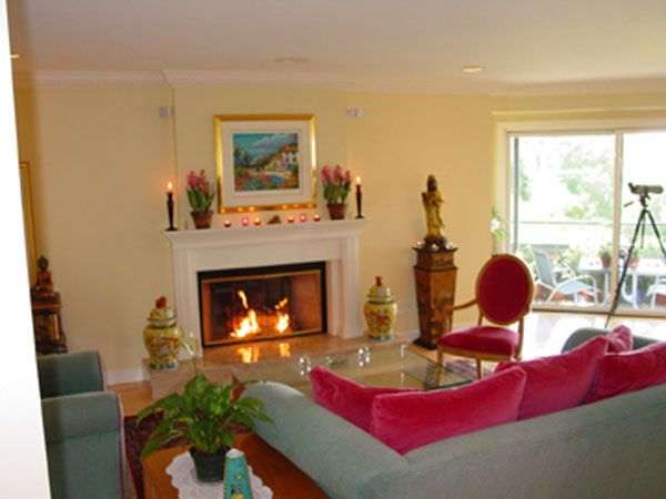 Beautiful feng shui living room with fire place for Decoracion hogar feng shui