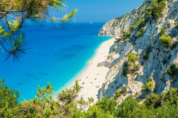 Egremni - Egremni é uma praia de cerca de dois quilômetros de extensão na costa oeste da Ilha de Leucádia. A grande faixa de areia e seixos brancos é banhada pela imensidão do mar azul turquesa.