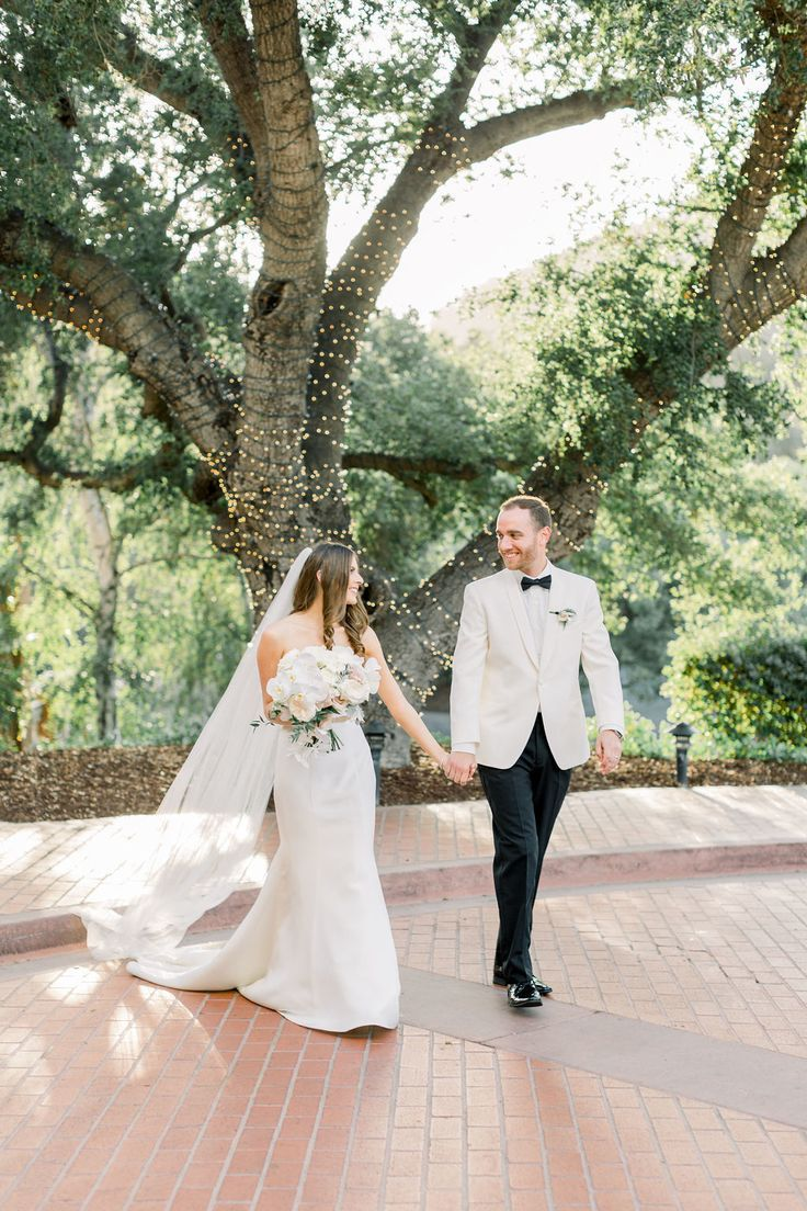Classic All White Wedding at Sherwood Country Club