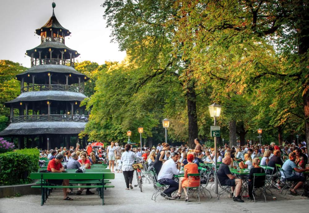 Chinesischer Turm The Best Beer Garden In Munich Beer Garden English Country Cottages Munich