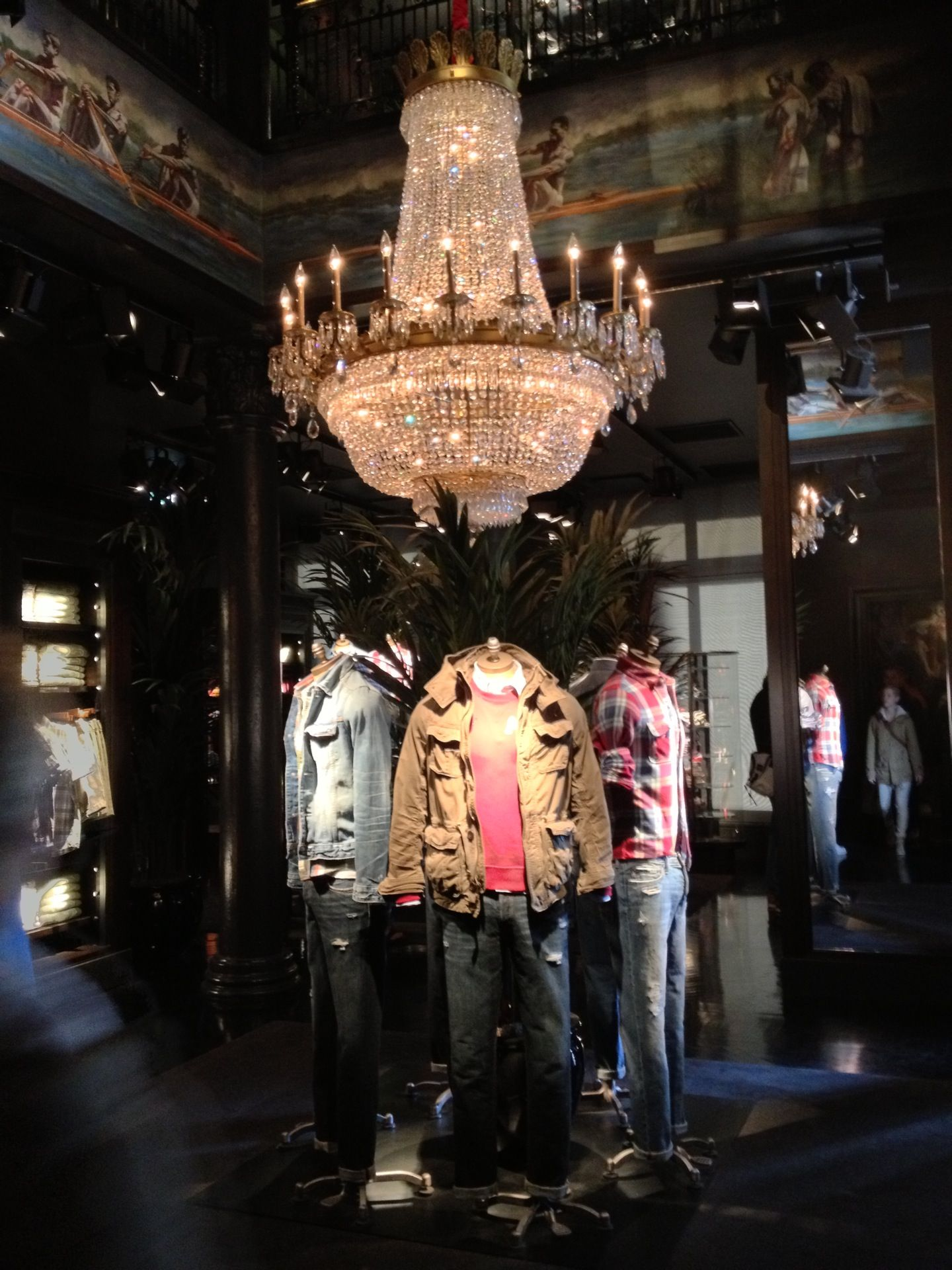 Abercrombie & Fitch | Hollister store, Shop interior ...