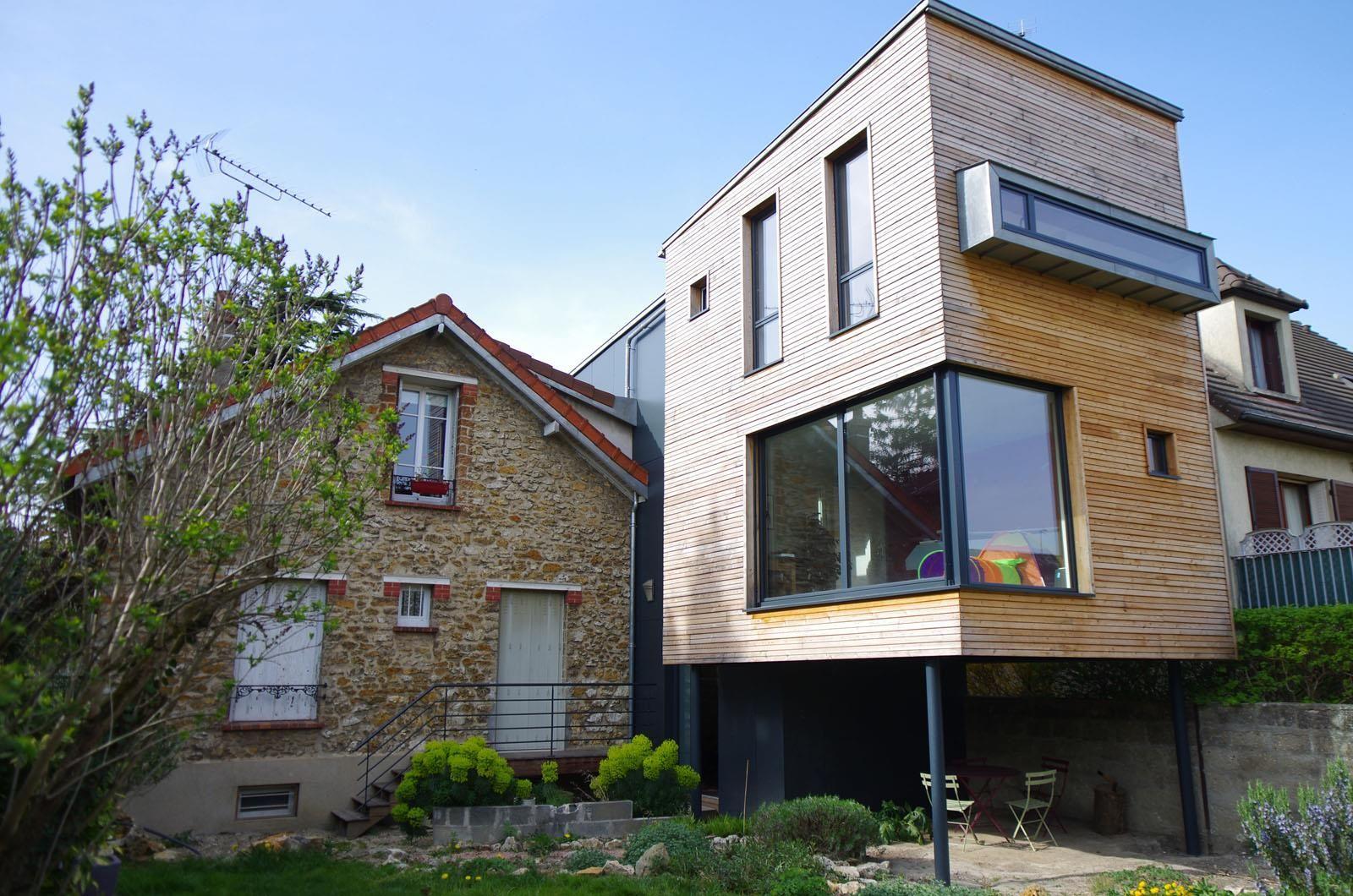 extension gris fonc en contraste avec la maison blanche dans r novation maison ann e 50 id e. Black Bedroom Furniture Sets. Home Design Ideas