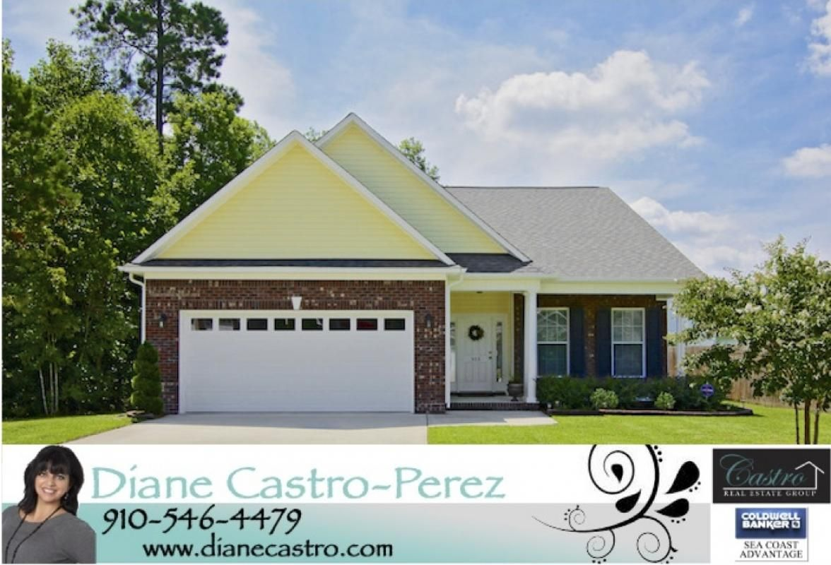 ***NEW LISTING*** Location, Location, Location! This gorgeous 3 bedroom/2 bath home located in the beautiful and centrally located Williamsburg Plantation is sure to catch your eye! Call today for your personal showing!! #williamsburgplantation #realestate #homesforsalejacksonvillenc #jacksonvillenchomehub.com #dianecastro.com #dianecastroperez