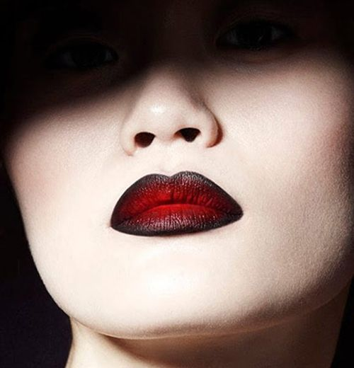 Comment porter le rouge à lèvres noir ? Maquillage BeautéMaquillage  HalloweenRouge