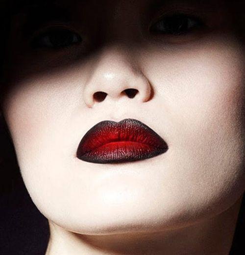 Comment porter le rouge à lèvres noir ? Maquillage BeautéMaquillage  HalloweenRouge