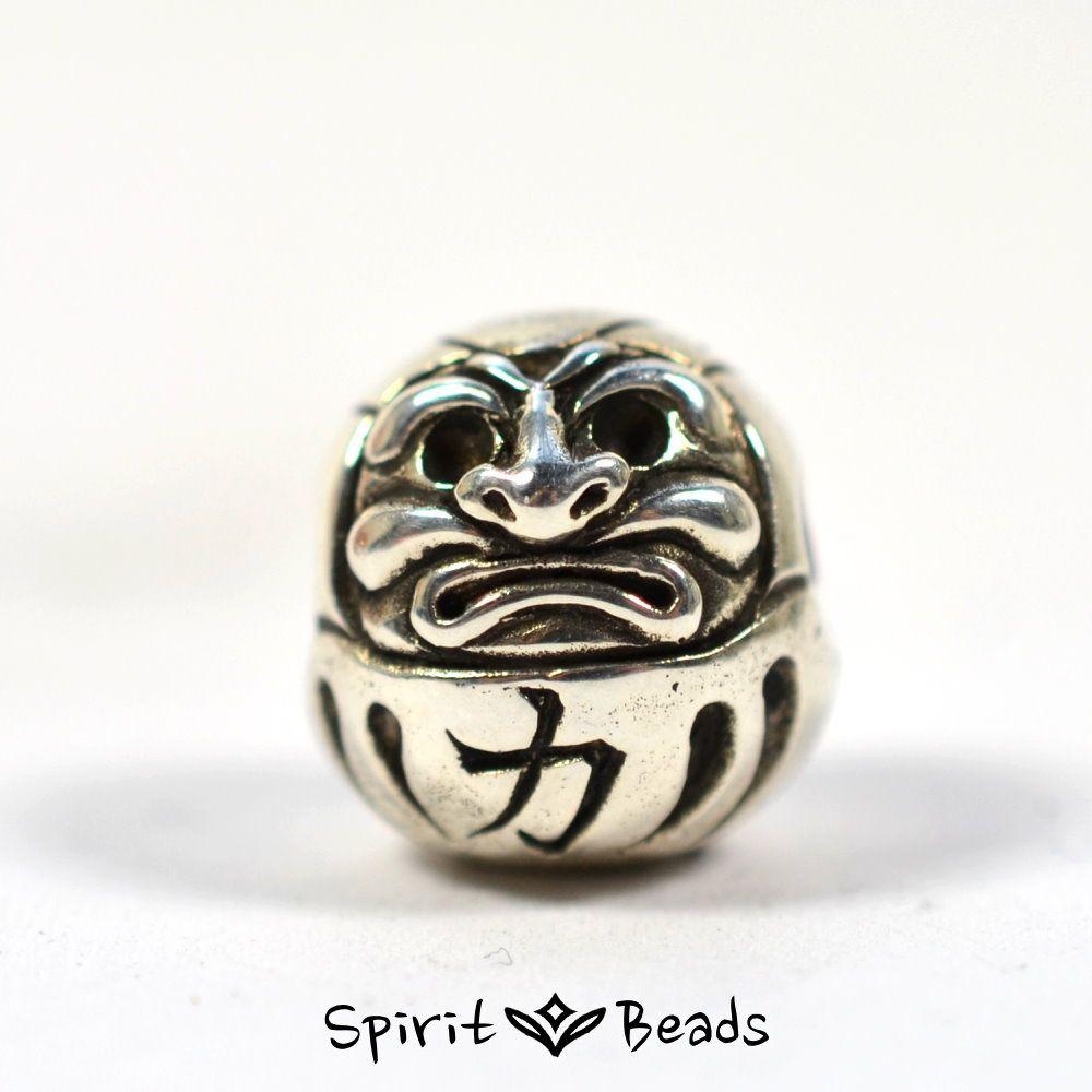 Es gibt kaum ein beliebteres Glückssymbol in Japan als den Daruma. Die Form der Figur geht dabei auf den buddhistischen Mönch Bodhiharma zurück, der wohl 9 Jahre in der Meditation verbrachte, bis seine Arme und Beine verschwanden. #daruma #darumabead #bead #beads #beadsbraclet #trollbeads #jewelery #pendant #braclet #silber #silver #silberbead #armband #sammelarmband #japan #glücksbringer
