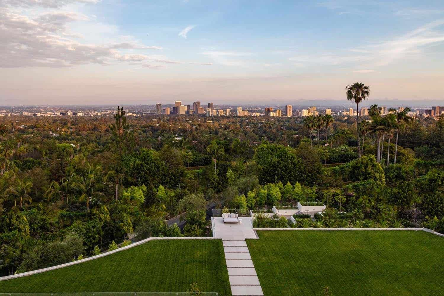 Jaw Dropping Dream Home Overlooking The Los Angeles Skyline In 2020 Bel Air Road Bel Air Mansion Mansions