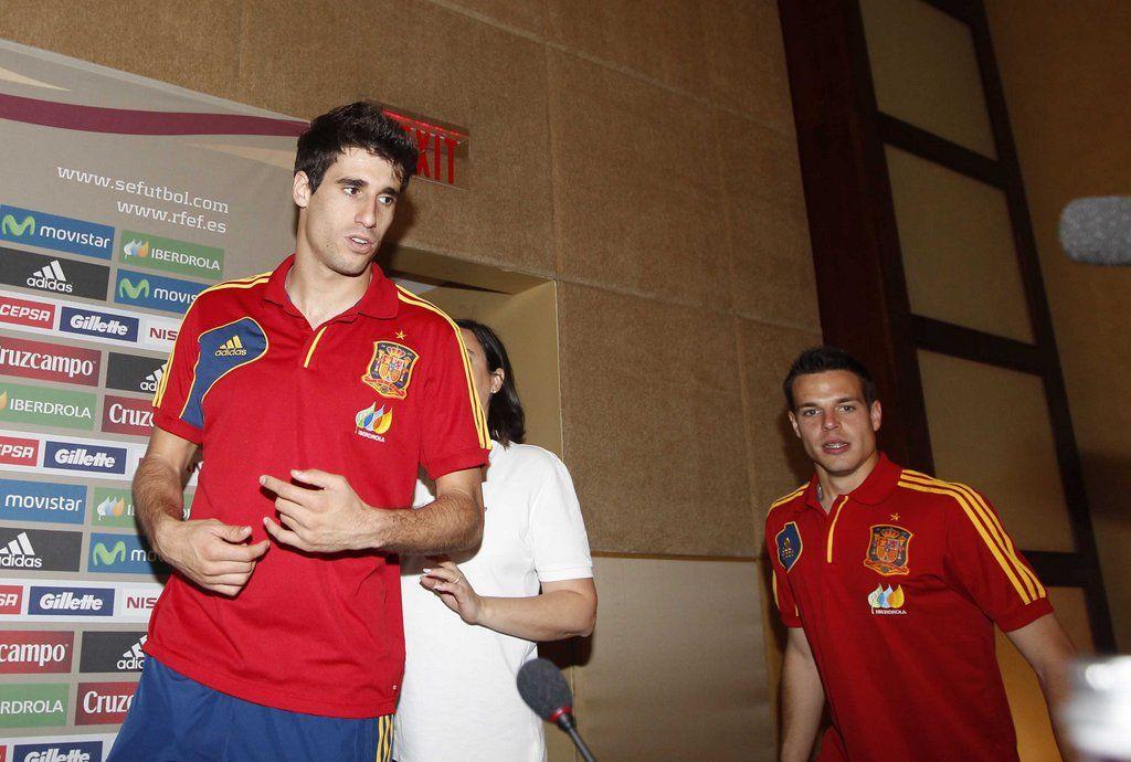 Javi Martínez y Azpilicueta antes de comparecer ante los medios en Miami en 2013 #seleccionespanola #LaRoja #diariodelaroja