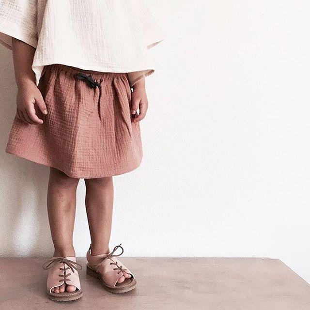 """Photo of liilu su Instagram: """"dolce • piccolo • gambe Quelle #sweetlittlelegs vestite con # liilu # musselin # midiskirt in rosa sono pronte per l'estate 🙌🏼 grazie @jackiekah per …"""""""