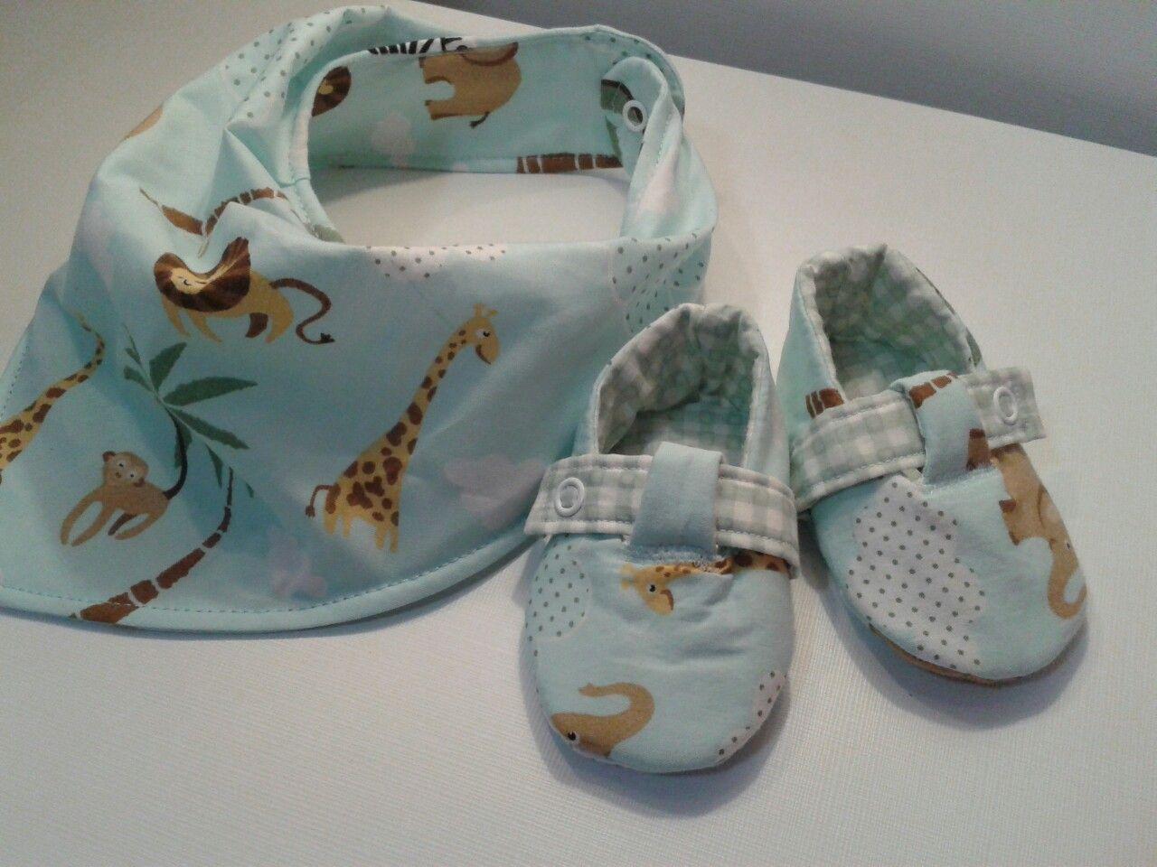 Mais lindezas para bebê.  Babador e sapatinho.  Delicate - Arte em tecidos.