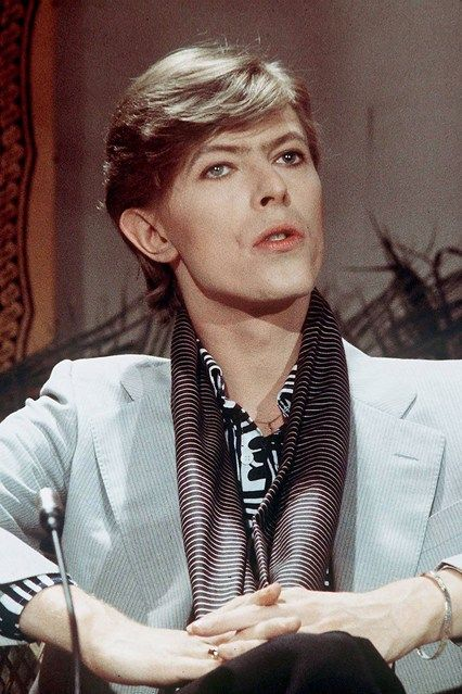 1972 On a chat show wearing dark eyeliner, a powder blue jacket and a striped scarf.