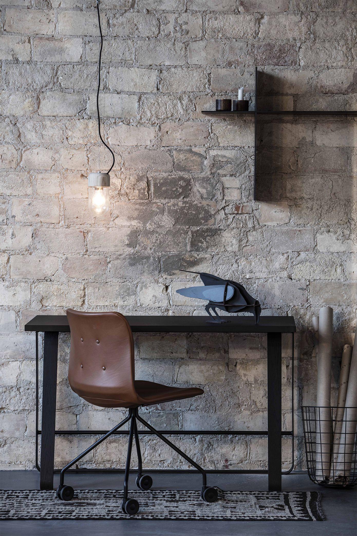Hemingway desk and Primum Chair designed by Bent Hansen Studio #desk #skrivebord #homeoffice #hjemmekontor #hjemmearbejdsplads #kontor