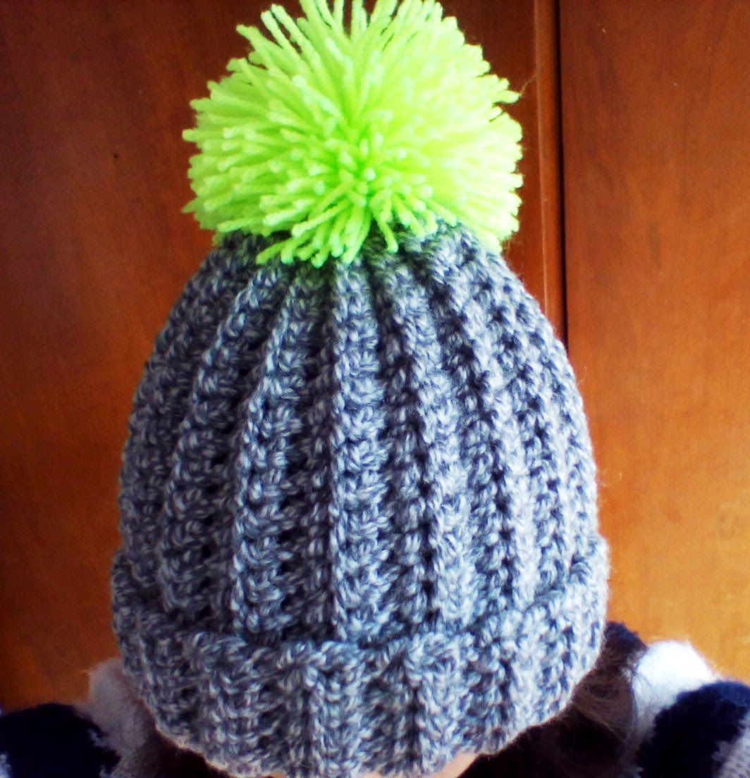 Crochet super easy ribbed hat with pom pom. Perfect project for beginners 88c2c0dd9ab