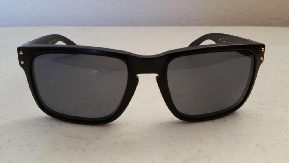 Used Oakley Holbrook 9102-17 Matte Black Frame Black Polarized Lens  SunGlasses #Oakley #
