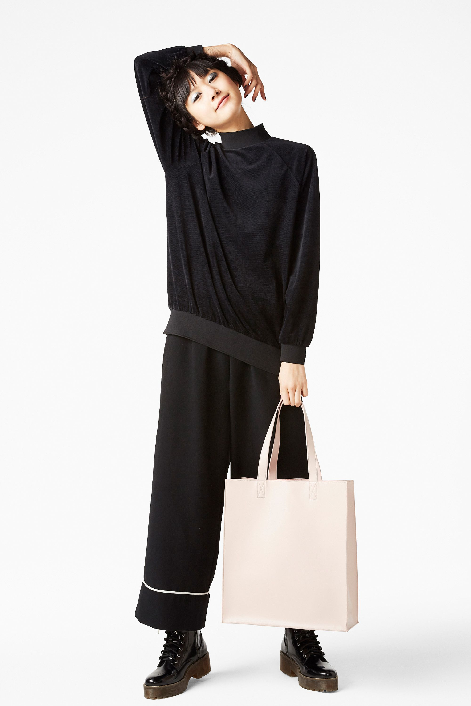 An oversize velour sweatshirt with major us swag to it super
