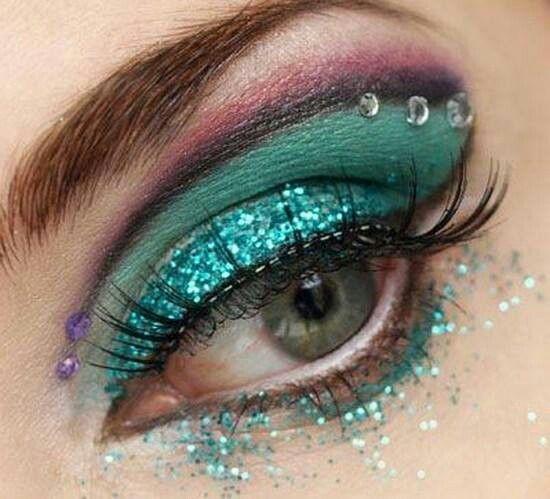 #greenglitter makeup