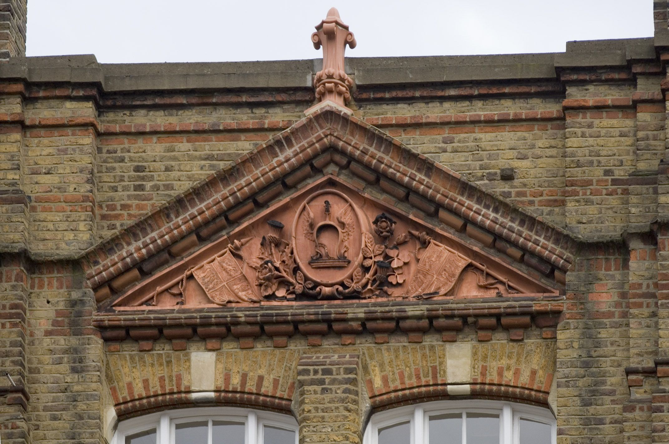 No. 16 Bowling Green Lane, detail of central pediment
