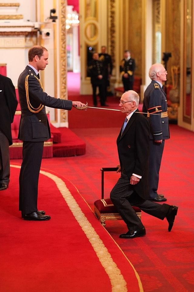 Prince William Knights Sir Marcus Setchell Who Delivered Prince George Day Lewis Daniel Day Actors
