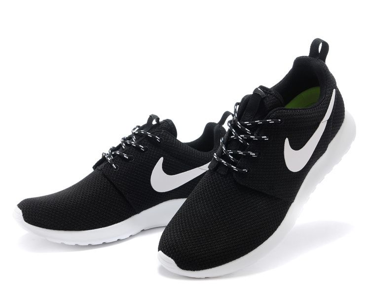 nike roshe run black sneakers