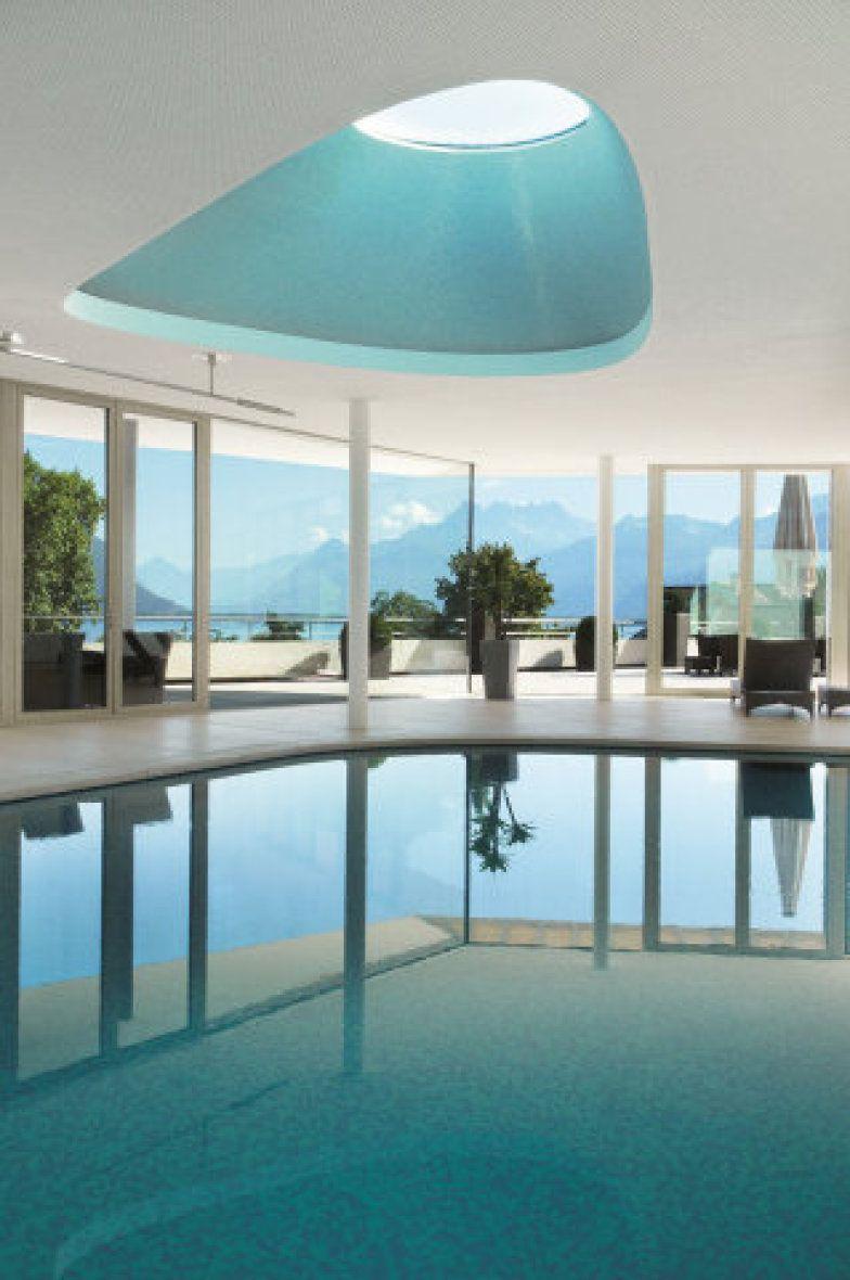 A piscina do Spa da Clinique La Prairie, fundado em 1931 por Paul Niehans, em Montreux, na Suíça