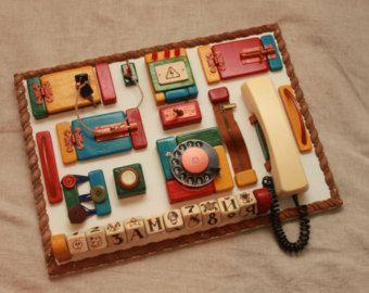 Farbige und Holz Kleinkind BUSY BOARD personalisierte sensorische Board motorische & Entwicklung natürliche Spielzeug Riegel Board 1. Geschenk