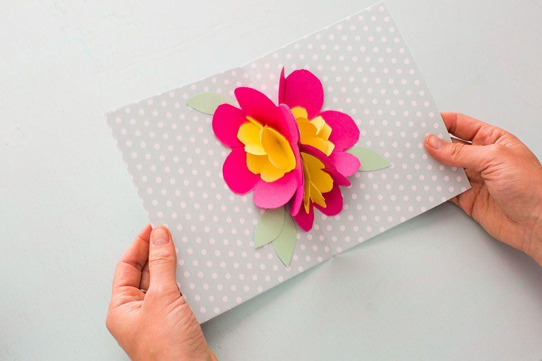 Складывающаяся открытка из бумаги