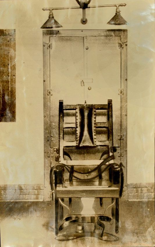 Original Photo Of The Electric Chair Where Bruno Hauptmann Was To Be Exectuted Used In The A 1936 Story Interesting History Creepy Images Historical Pictures