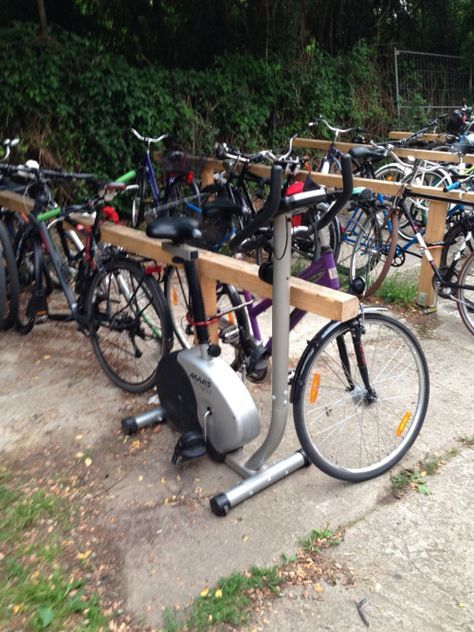 Someone locked an ergometer to a bycicle rack O.o #funny #Haha #Lol #happy #