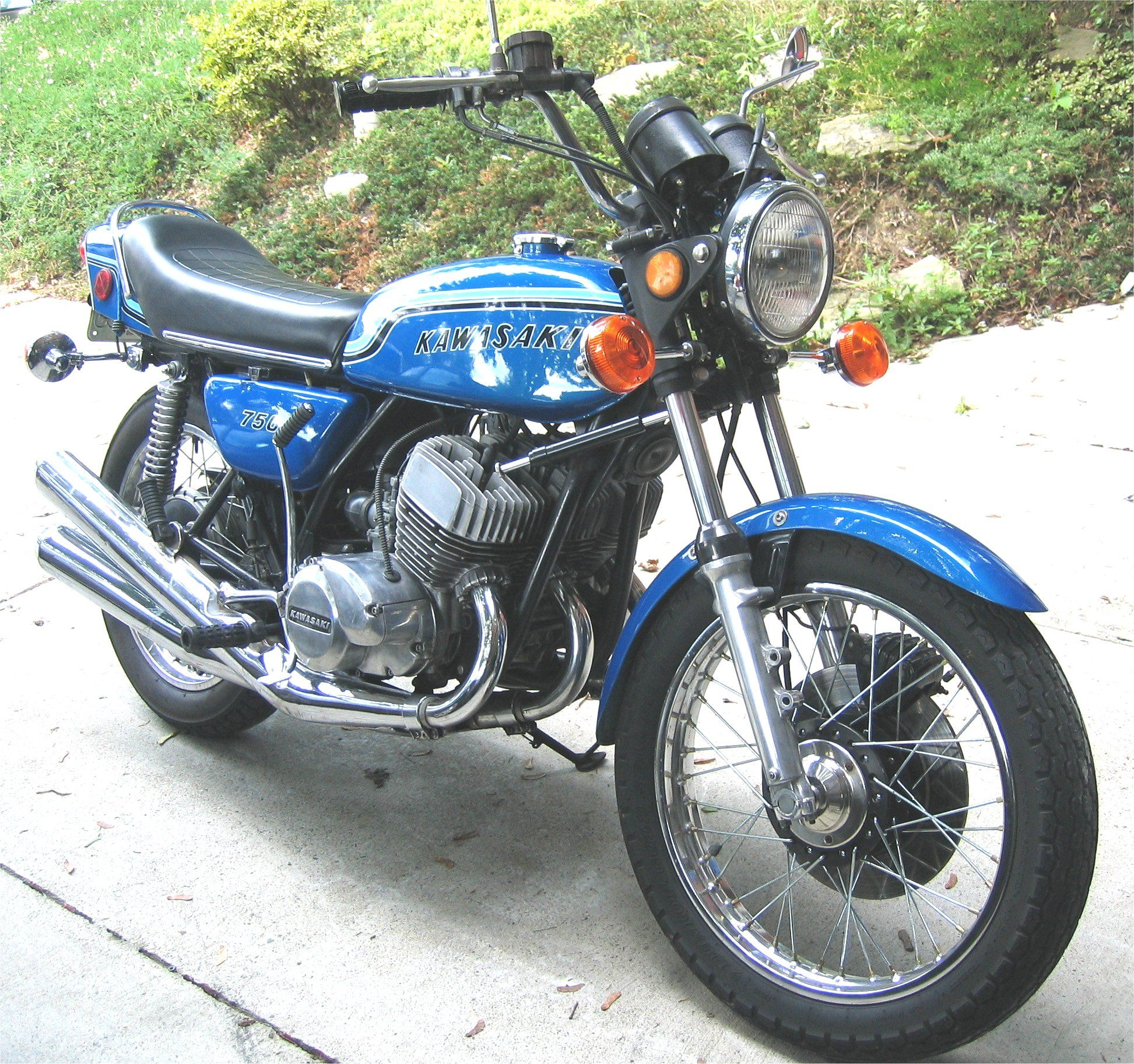 Kawasaki W 750 - Brick7 Motocykle
