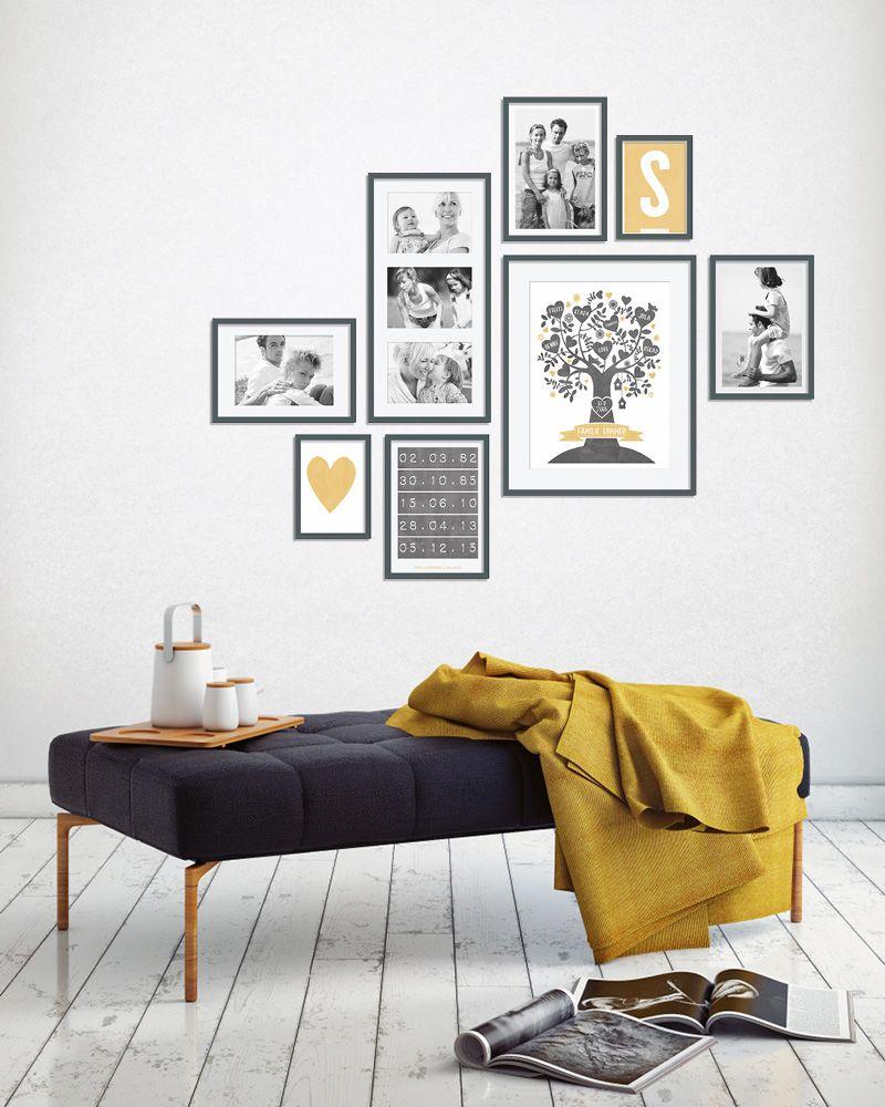 Bilderwand im Wohnraum, schwarze Bilderrahmen, Sitzecke mit Bildern ...