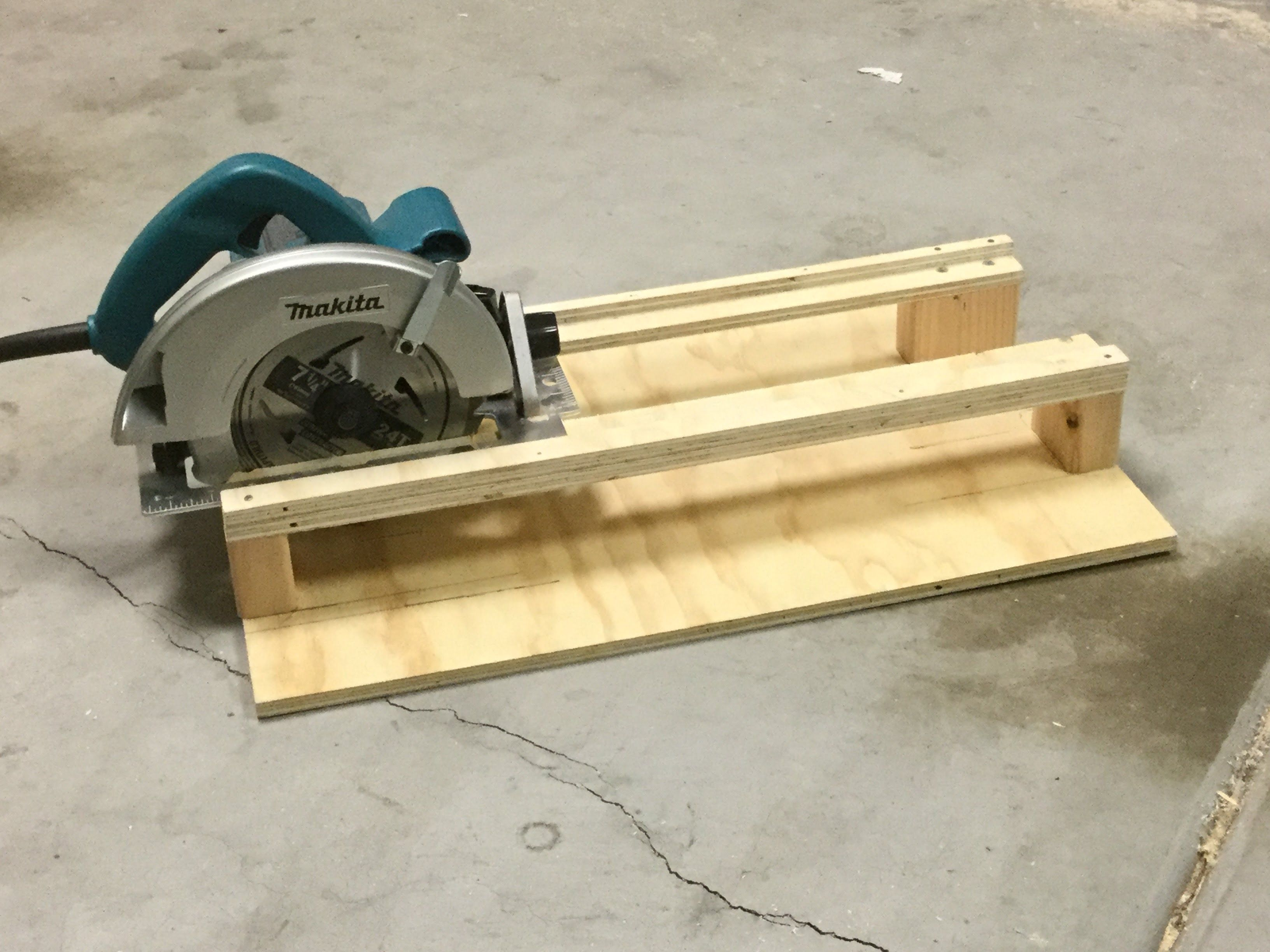 I Built A Simple Crosscutting Jig For Use With A Circular Saw It S Easy To Build And Consists Of Just One Woodworking Techniques Woodworking Jigs Woodworking
