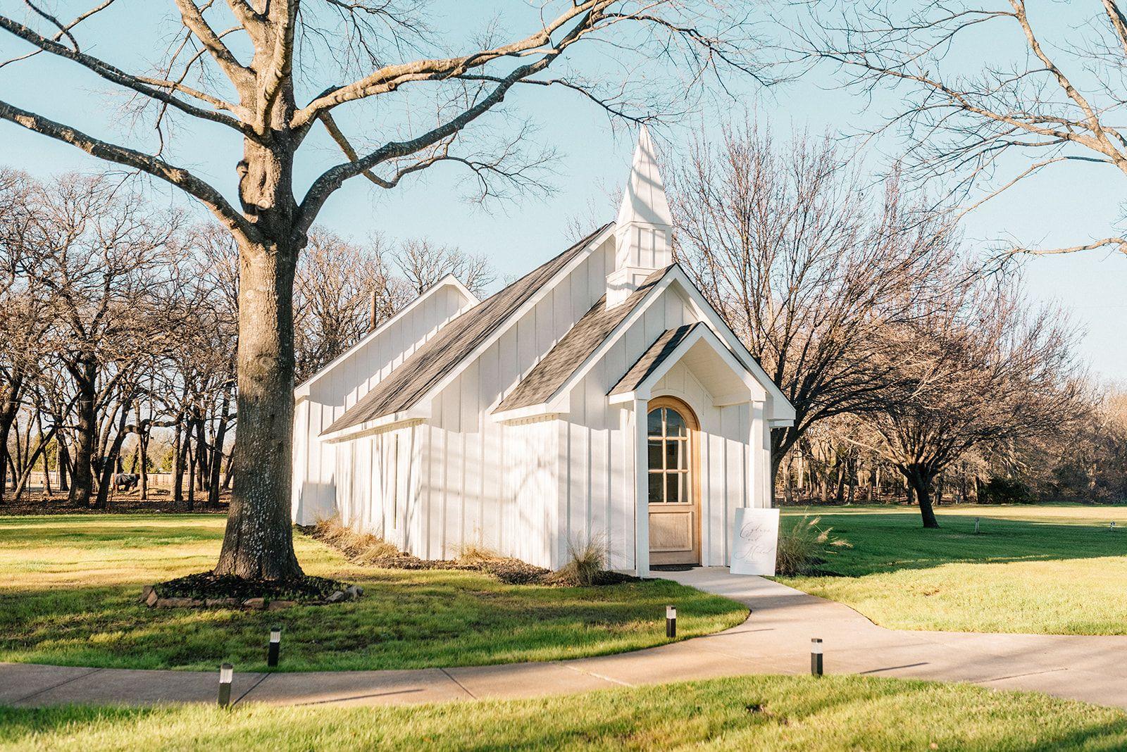 White Chapel Wedding Venue In Dallas Fort Worth Wedding Venues Texas Wedding Venues Texas Dallas Modern Wedding Venue