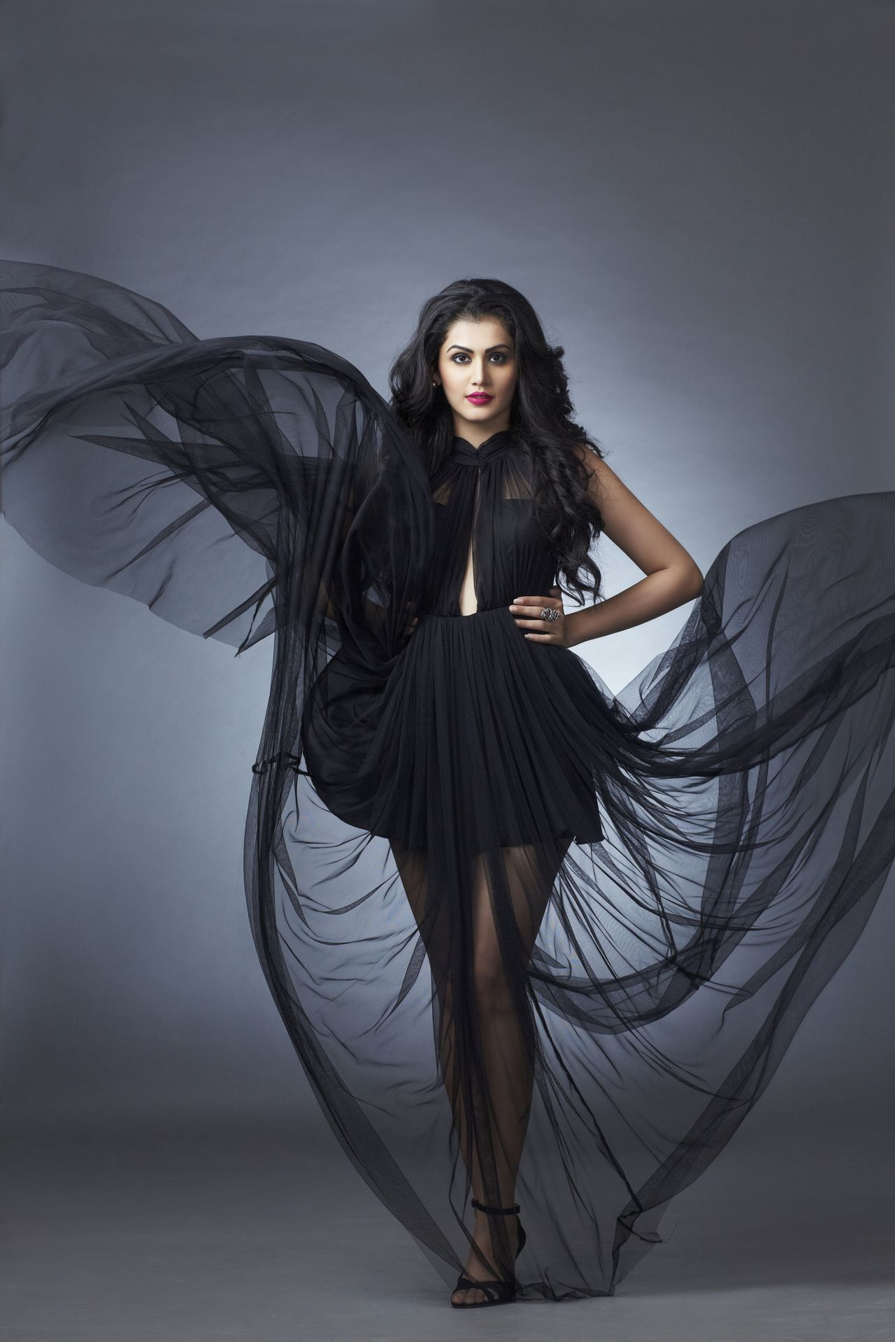 Sexy Bollywood Beauties  Tapsee Pannu In 2019  Taapsee -8554