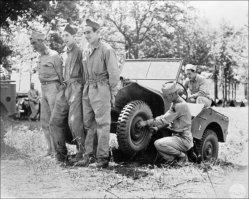 wwii american soldiers improvise jeep repair photo print world war ii europe pinterest. Black Bedroom Furniture Sets. Home Design Ideas