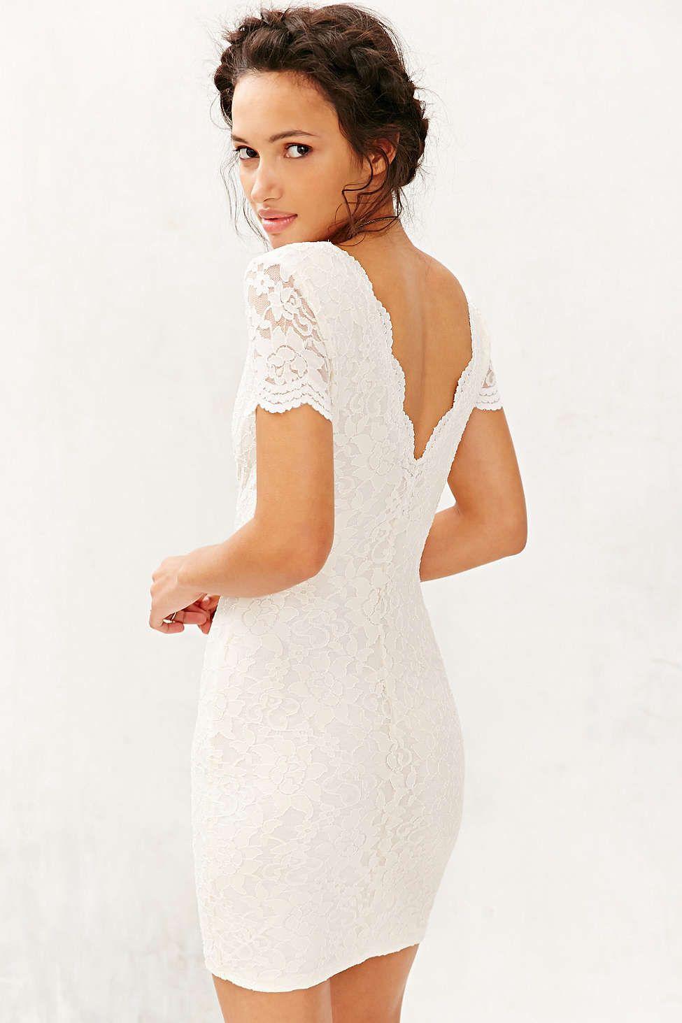 8de2b406ea6e Kimchi Blue Scallop Lace Bodycon Dress
